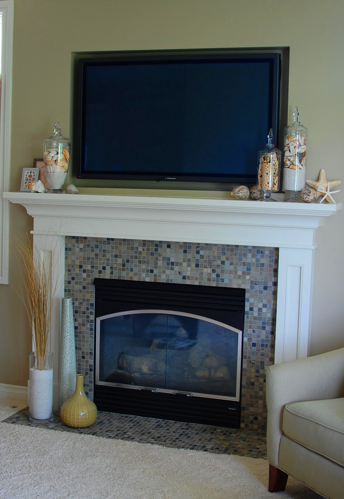 Remodelaholic A Day At The Beach Mantel Makeover 33 Shades Of Green