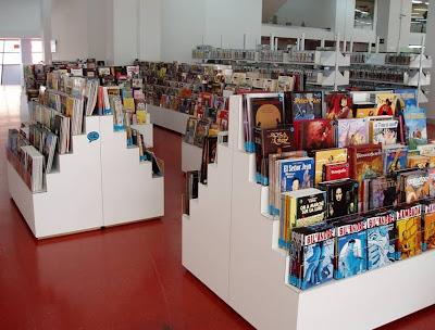 Estanterías en la comicteca de la Biblioteca Regional de Murcia