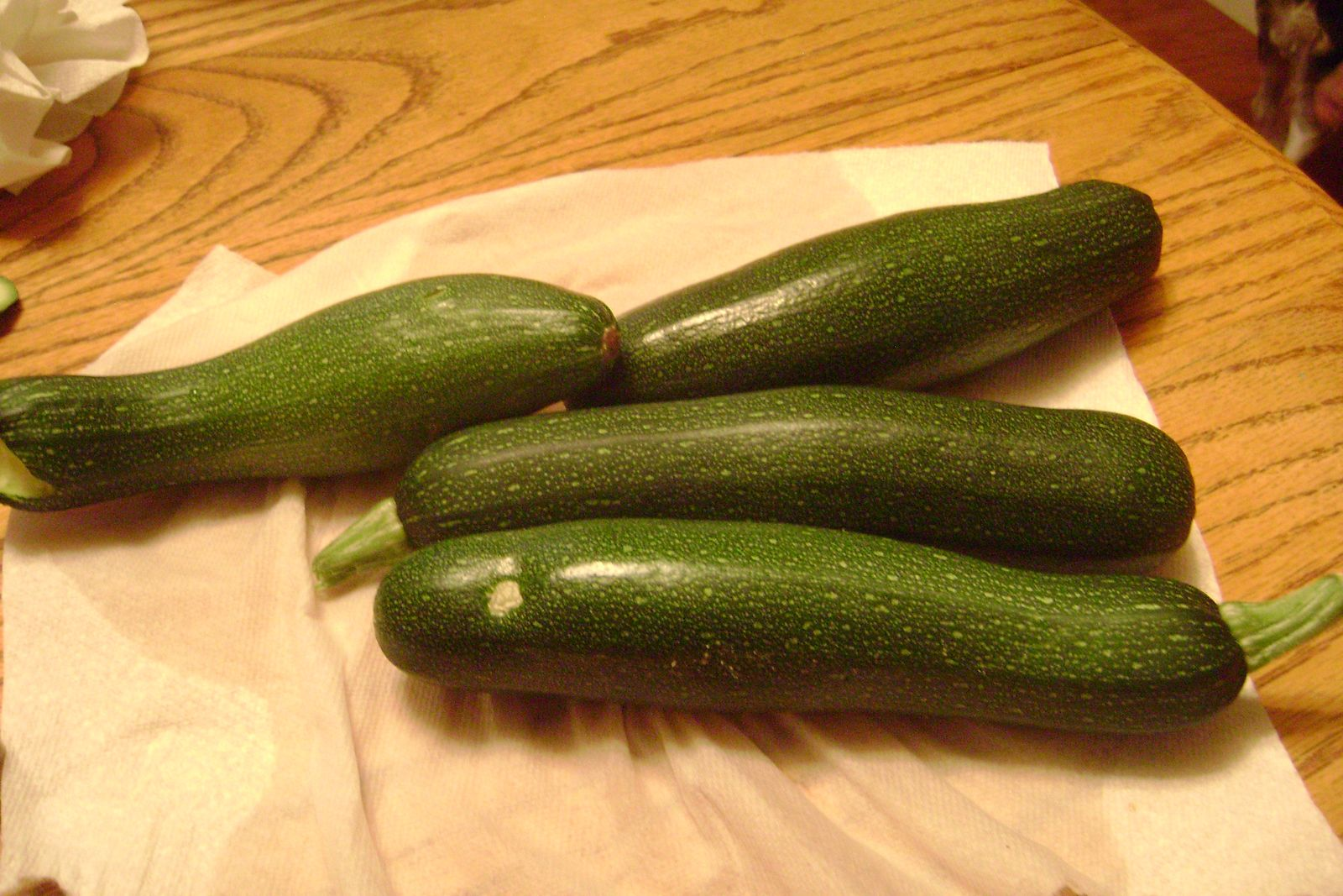 how to tell when to pick zucchini
