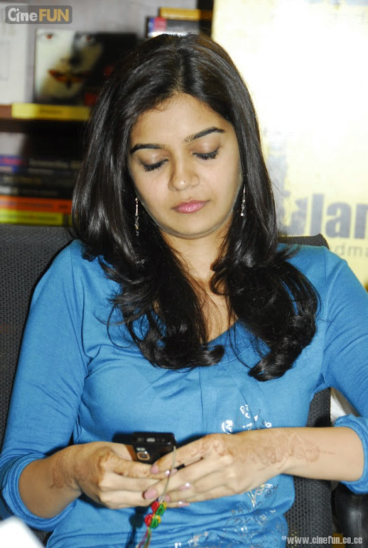 Swathi At If You Love Some One Book Launch Stills navel show