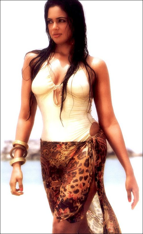 oops bollywood sameera reddy in sexy swimsuit