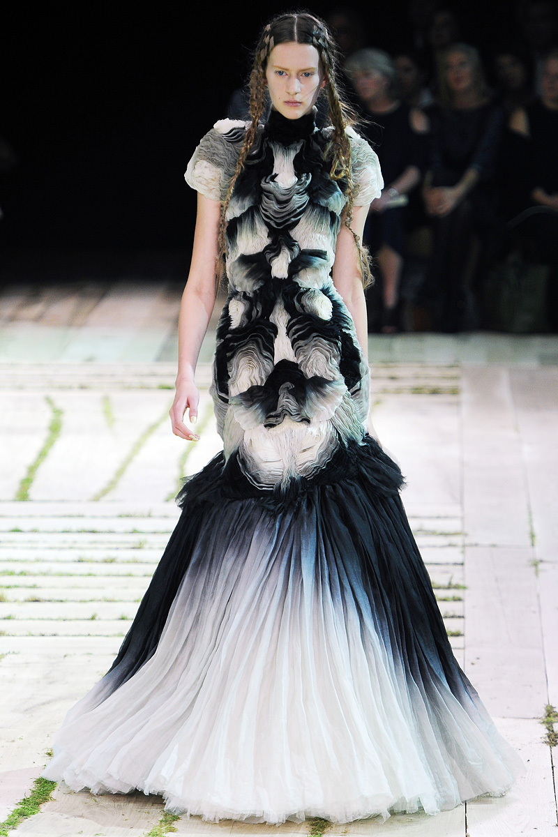 Fashion Beyond Fashion Alexander Mcqueen Spring 2011 By