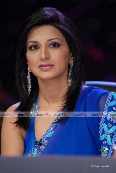 cleavage gallery saree, cleavage gallery saree india, crossdresser