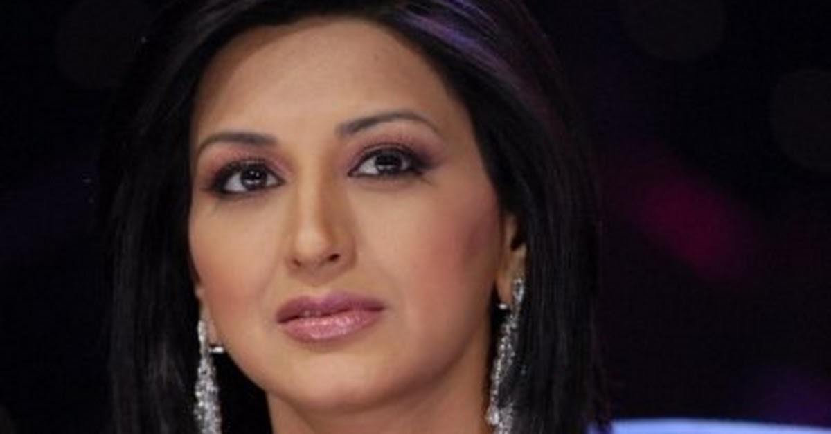 Sonali Bendre in Blue Saree, Indian Idol 4 Pictures ...