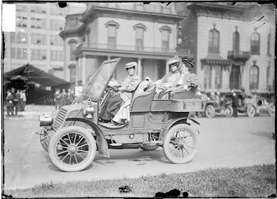 Three women in an automobile, Chicago, 1905