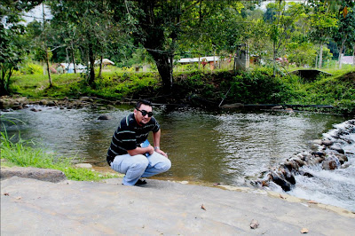 Anak sungai di hadapan resort