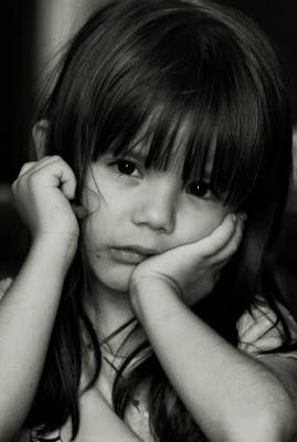 http://1.bp.blogspot.com/_pk2tbRi9IEY/SUHilvrj5pI/AAAAAAAAAC4/WSXshvtiJcw/s400/sad+little+girl.jpg