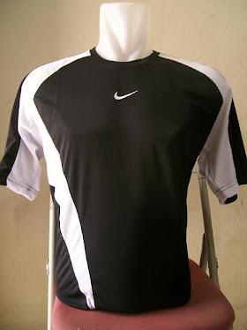 Kaos futsal nike hitam lis putih
