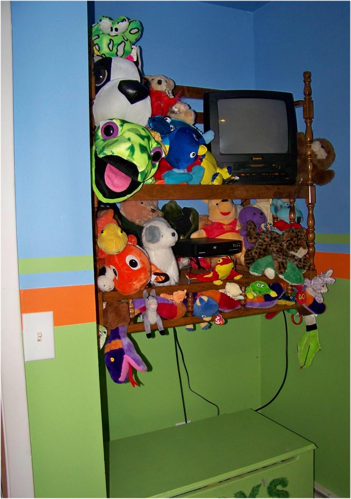 http://1.bp.blogspot.com/_pkq7WZR_Rr8/TOm_RH-JkLI/AAAAAAAAAFI/VdceHSej68Y/s1600/sb%2527s+room7.jpg
