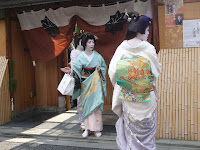 日本髪と華やかな着物