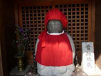 「首ふり地蔵」は、江戸時代から庶民の人々の深い信仰を受け継いでいる