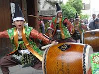南門では太鼓が打ち鳴らされていた