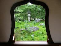 華頭窓からキキョウを見ると