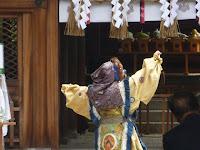 古式豊かに舞う舞楽