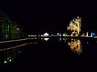 ご自慢の大観覧温室がありボインセチア展が夜間開園される