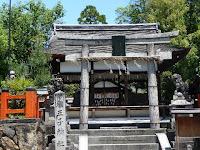 本殿・拝殿・鳥居、燈籠一式が国の重要文化財に指定になったのは類が無い