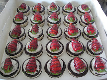 Oreo With Choc Ganache N Half Strawberry RM 75.00 1 set.