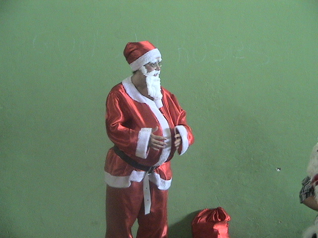Professora Vania vestida de papai Noel
