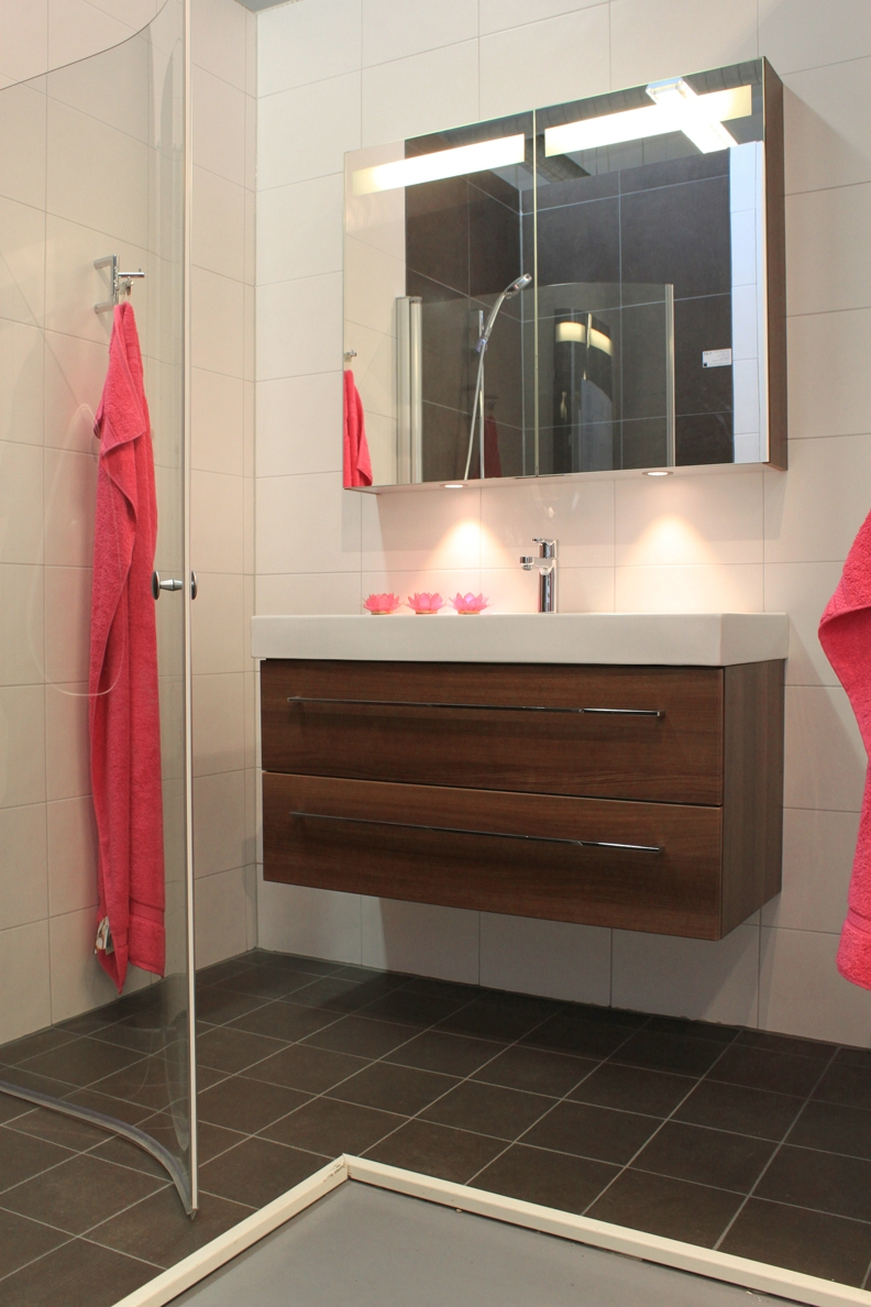 ULLEVIDSDAL: Kakel i vårt duschrum och golv