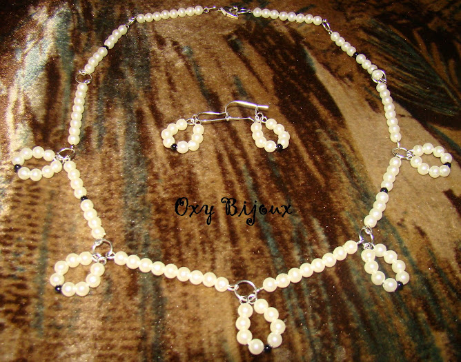 Set colier si cercei perle alb-negru (S19)- pret 17 lei