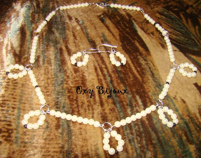 Set colier si cercei din perle, alb-negru pret 20 RON (S7)