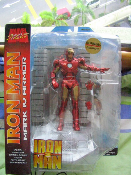 Borders exclusive marvel select iron man mark iv and for Exclusive bordering