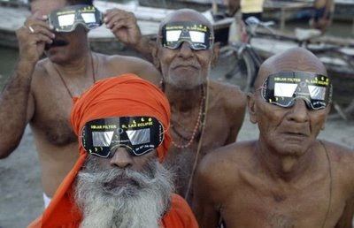 sadhus-holy-people-saints-watching-solar-eclipse-india-