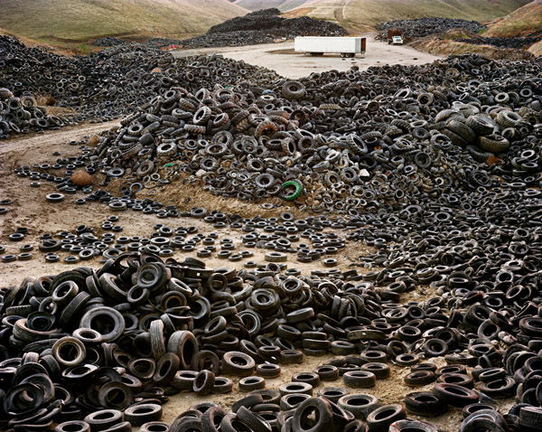 Edward Burtynsky - Oxford Tire Pile 02