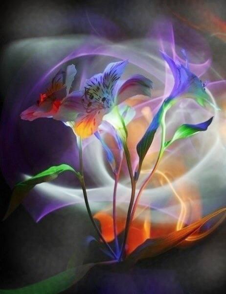 remates labrados como en oro habia floreros con arreglos florales