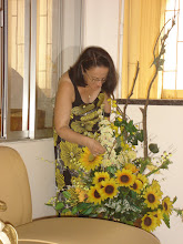 Eu Apreciando a beleza das flores