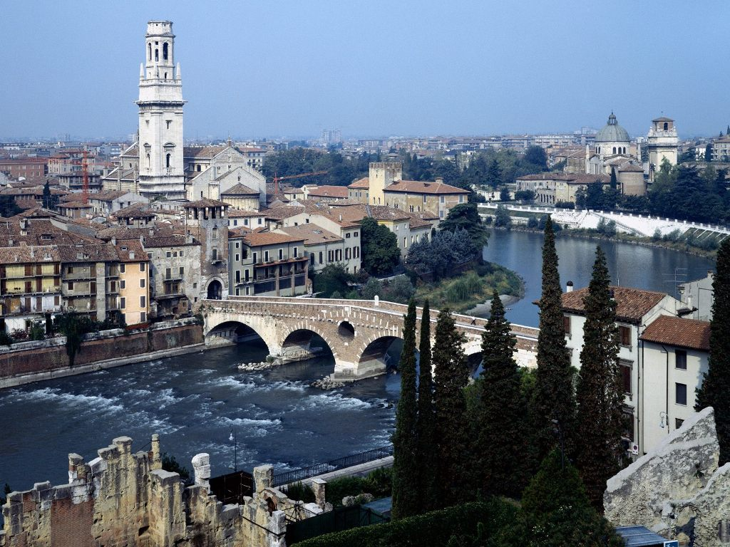 http://1.bp.blogspot.com/_pzFZkIHNfBI/S-JePm5CRgI/AAAAAAAAAxQ/60ouBACuFIc/s1600/Verona,+Italy.jpg