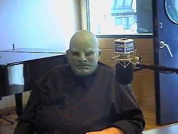 ¡ Fantômas trabaja en la radio!