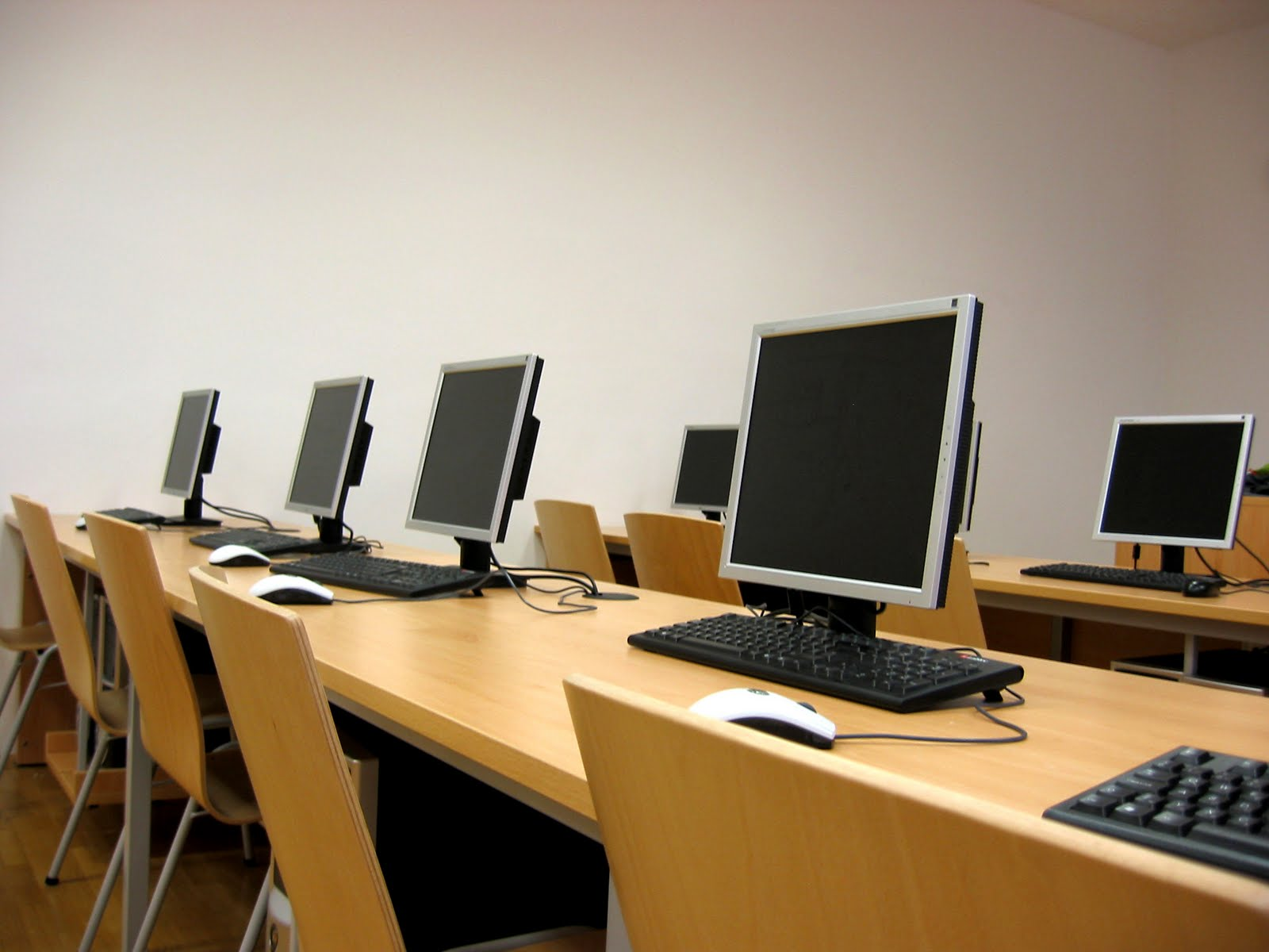 Phasing Out Computer Labs on College CampusesCollege Computer Classroom