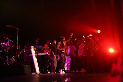 Imagen de Lil Wayne en su primera aparicion en un escenario tras salir de la carcel