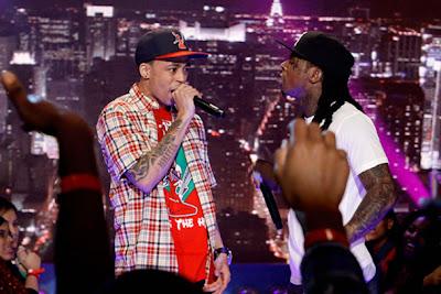 Imagen de Lil Wayne y Cory Gunz cantando 6 foot 7 foot en la actuacion de 106 & Park