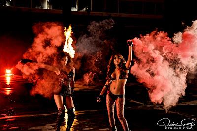 Imagen de las modelos en el rodaje del video de Fire Flame Remix del disco Like Father, Like Son II