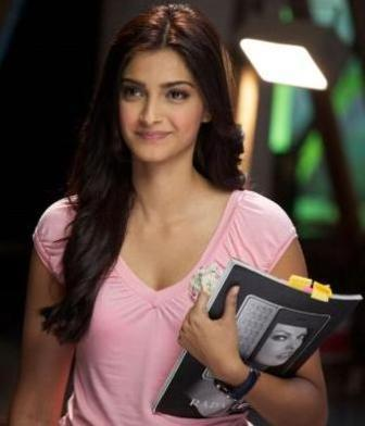 hd wallpapers of sonam kapoor. sonam kapoor hot wallpapers hd. Sonam Kapoor Hot Wallpaper5