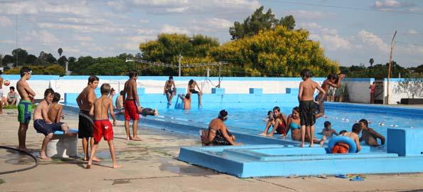 Propuesta tur stica sal y sol qu garant as ofrecen las for Piscina ciudad universitaria
