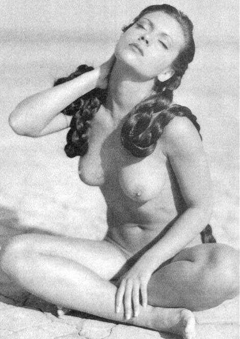 Alyssa Milano Nude and Muddy