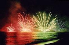 fuegos artificiales en el agua