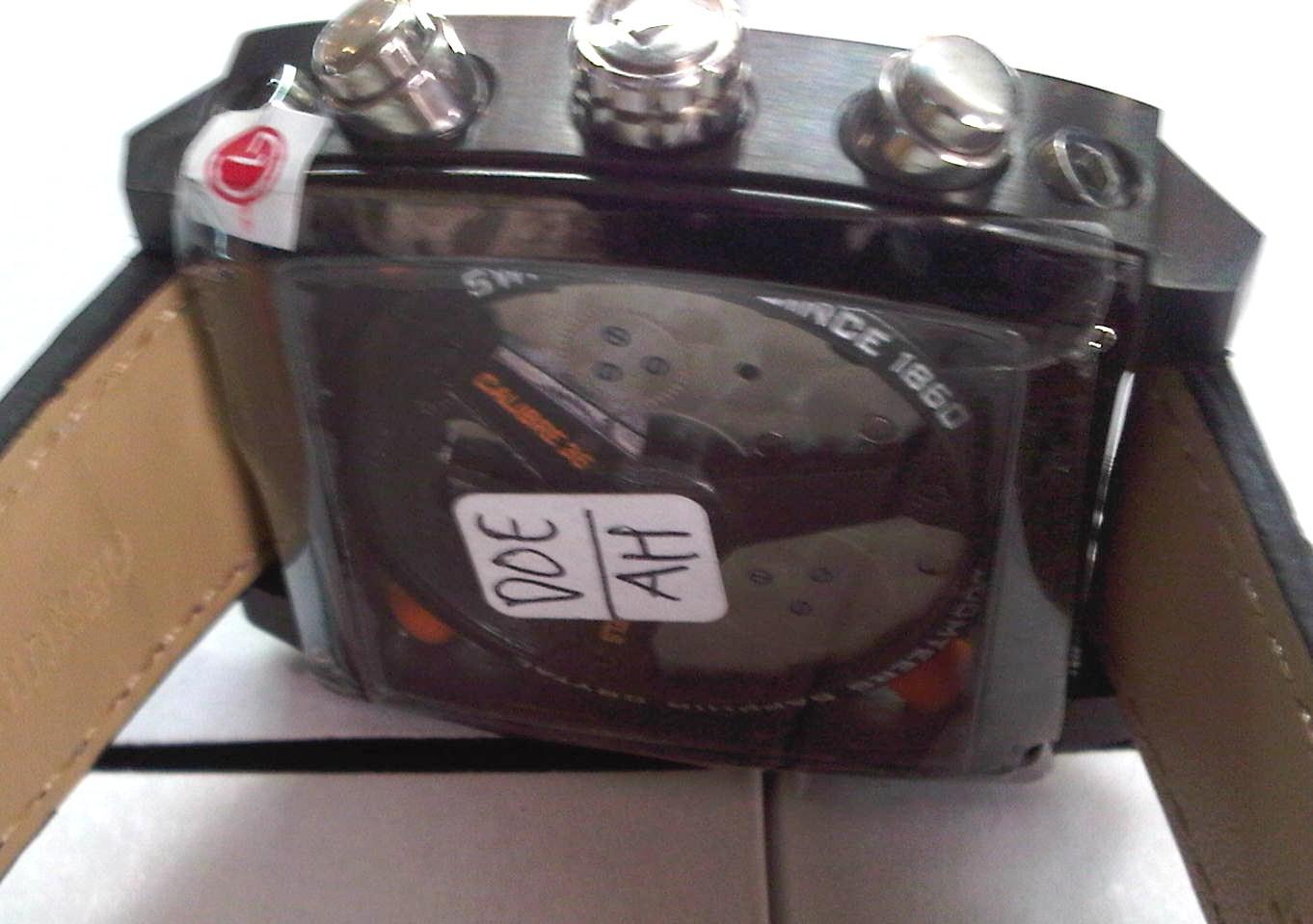 TAG Heuer Monaco full black ...jam tangan yang sporty dan lux banget..ini  jam sudah mirip banget dengan aslinyaa..jam ini bermesin batre...crono  smuanya ... a869fb2334
