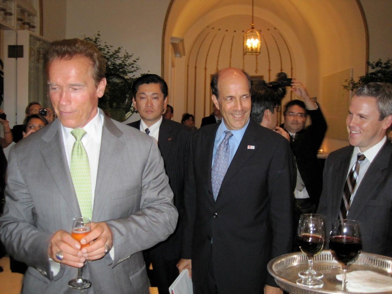 http://1.bp.blogspot.com/_qAqCd2EvUT0/TJJMCRF_CHI/AAAAAAAAANg/qGyqw0wU2Iw/s1600/Governor+BrutRose1.JPG