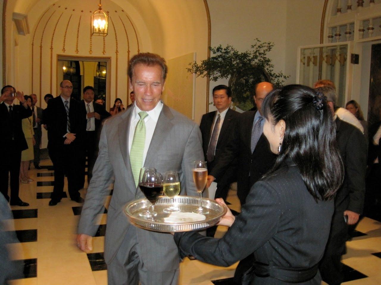 http://1.bp.blogspot.com/_qAqCd2EvUT0/TJJMIBV0_EI/AAAAAAAAANo/rXKMUd6CO2c/s1600/Governor+BrutRose2.JPG