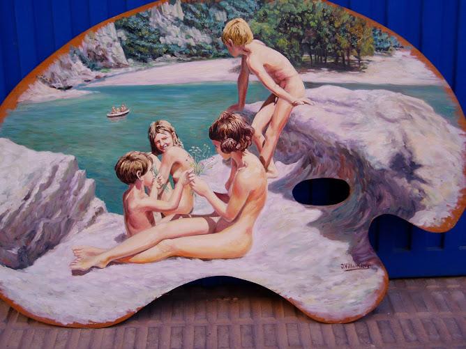 Jóvenes en la playa nudista