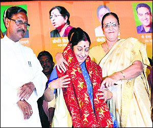 In the city to address a rally in favour of BJP candidate Satya Pal Jain, Swaraj seems to have struck a chord with the audience as the gathering applauded her statements and raised slogans