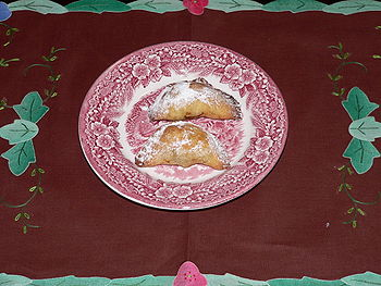 se hacen lo mismo que los anteriores pasteles y en vez de rellenar con jigote se rellenan con quesillo fresco deshecho mezclado con clara batida