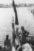 Soekarno disambut di dermaga Poso 1952