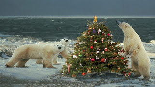 polar bear and Christmas tree wallpaper