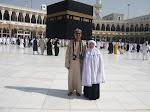 bersama ayah dan emak tercinta di baitullah.. umrah 11 mac 2010