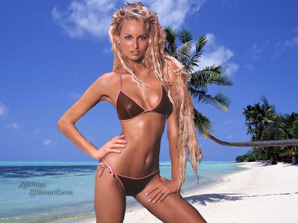 http://1.bp.blogspot.com/_qH1nDo_zS60/STAXK5-fHEI/AAAAAAAAArg/KIfWOwlh7X0/s1600/Adriana_Sklenarikova_03.jpg